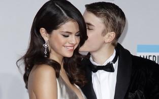 Selena Gomez e Justin Bieber no American Music Awards em Los Angeles, nos Estados Unidos (Foto: Reuters/ Agência)