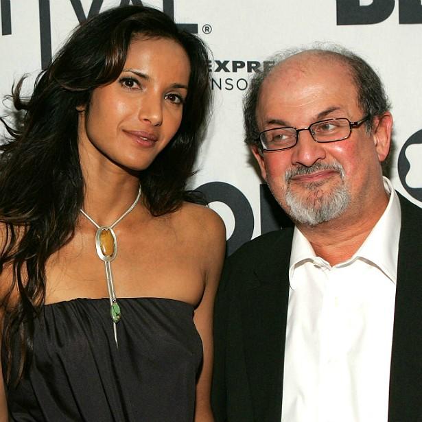 O escritor hindo-britânico Salman Rushdie, hoje com 67 anos, foi casado de 2004 a 2007 com a modelo Padma Lakshmi, também nascida na Índia. Ela é 23 anos mais nova. (Foto: Getty Images)