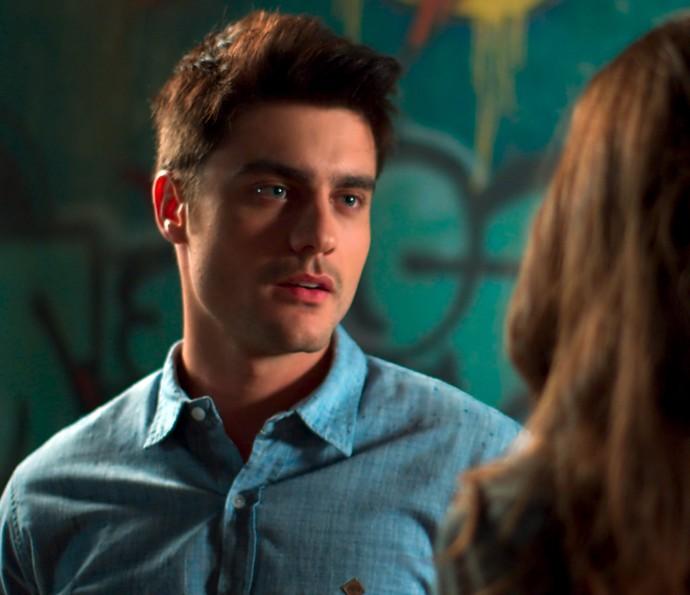 Tito conversa com Luciana e dá uma ideia (Foto: TV Globo)