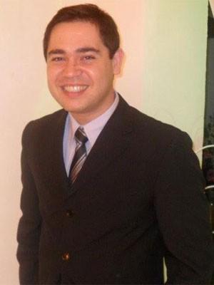 Para pagar intercâmbio, Paulo estudava de manhã, fazia estágio à tarde e trabalhava à noite (Foto: Reprodução/Facebook)