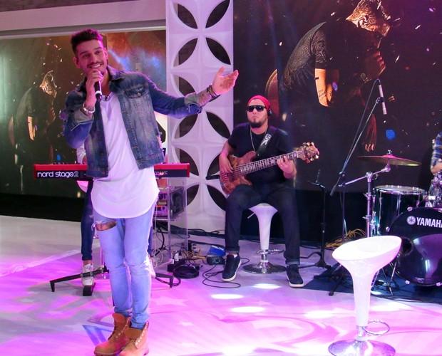 Lucas Lucco canta sucesso no palco do Mais Você (Foto: Carolina Berger/Gshow)