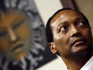 Patrice Motsepe em foto de arquivo de maio de 2008 (Foto: AFP PHOTO / GIANLUIGI GUERCIA)