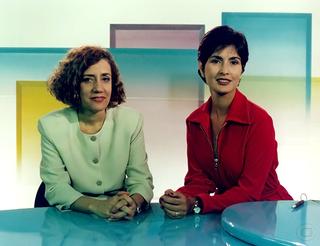 Mirian Leitão e Fátima Bernardes na bancada do Jornal Hoje (Foto: Arley Alves/TV Globo)