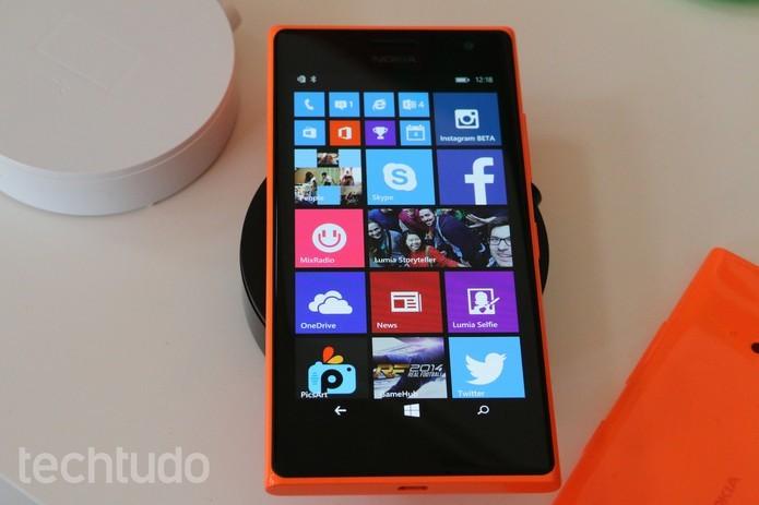 Lumia 730 apresenta processador quad-core, semelhante com rival (Foto: Fabricio Vitorino/TechTudo)