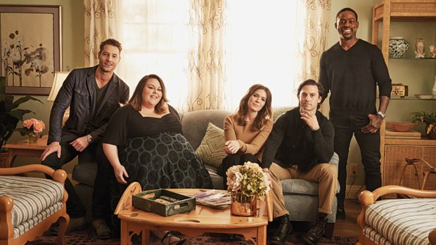 (L-R) Justin Hartley, Chrissy Metz, Mandy Moore, Milo Ventimiglia and Sterling K. Brown photographed for Variety by Bryce Duffy on the set of This Is Us on February 12, 2017 in Los Angeles. (Foto: Divulgação)