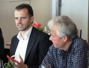 reunião clubes sobre Uefa - Flávio Godinho, do Flamengo, e Daniel Pereira, diretor jurídico do Porto (Foto: Vicente Seda)