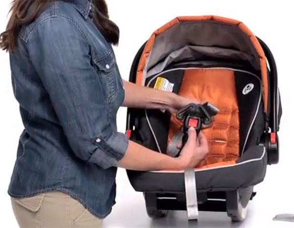 Graco anunciou recall de quase 2 milhões de bebês conforto. (Foto: Reprodução)