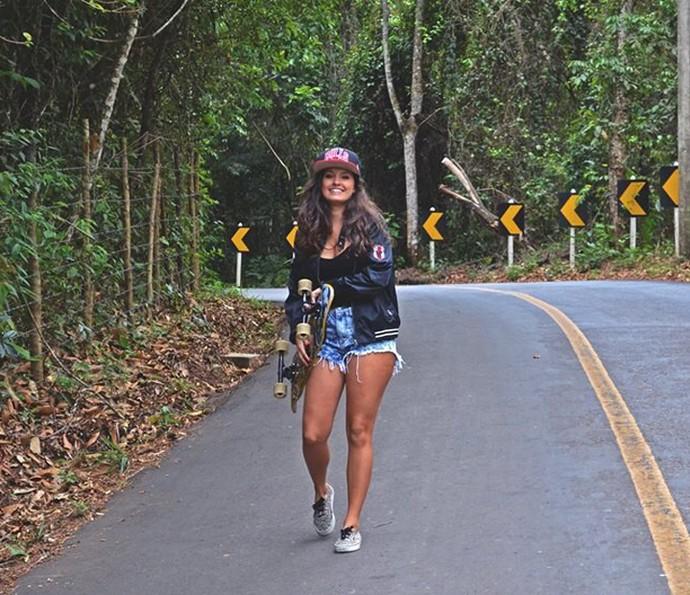 Estilosa, Amanda de Godoi se prepara para andar de skate (Foto: Arquivo pessoal)