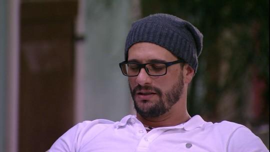 Daniel pergunta para Vivian: 'Você acha que eu não posso ir além da bobeira?'
