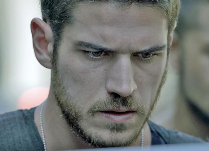 Dante fica surpreso diante da revelação de Juliano (Foto: TV Globo)