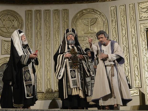 Anás, Caifás e Judas Iscariotes no Sinédrio. (Foto: Luka Santos / G1)