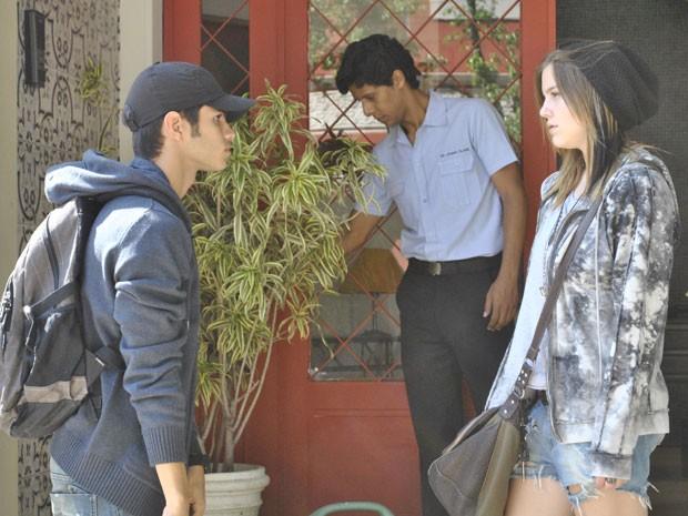 Lia pede Gil em namoro e garoto topa participar de plano da roqueira (Foto: Malhação / Tv Globo)