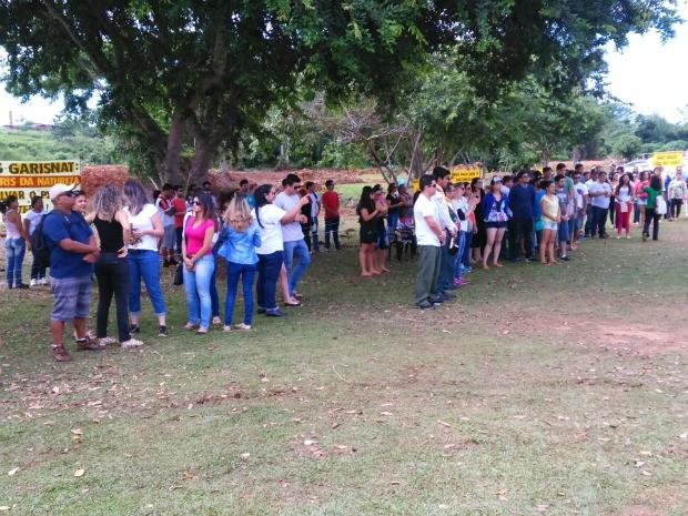 Voluntários participaram de ação no sábado (29) e plantaram 600 mudas de árvores em margem de igarapé (Foto: Kennedy Teodoro/Arquivo Pessoal)