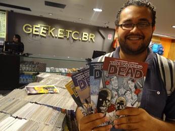 """Thyago Ribeiro encontrou os quadrinhos que procurava do """"The Walking Dead"""" (Foto: Luna Markman/G1)"""
