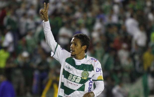 Fabinho fez dois gols no jogo Guarani x Palmeiras (Foto: Gustavo Tilio / Globoesporte.com)