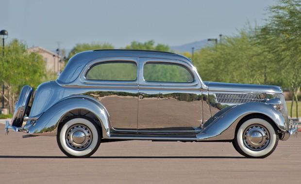 Polir a carroceria do Ford V8 1936 de inox não é algo fácil (Foto: Divulgação)