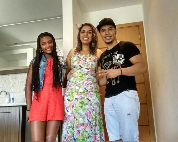 Malu Cavalcanti The Voice Kids com Leandro e a madrasta Patrícia (Foto: Arquivo pessoal)