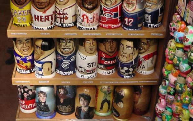Matrioskas bonecas russas pintadas Chelsea Bayern Flamengo São Paulo e Boca Juniors (Foto: Claudia Garcia / GloboEsporte.com)