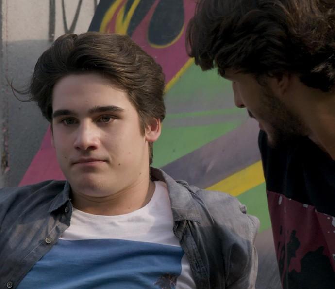 Rodrigo comenta de Flávia com Roger (Foto: TV Globo)