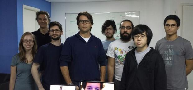 Eduardo Monteiro (de óculos, ao centro) e equipe da VTX (Foto: Divulgação)