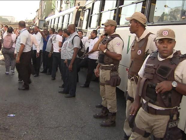 Greve de ônibus em Salvador (GloboNews)  (Foto: reprodução GloboNews)