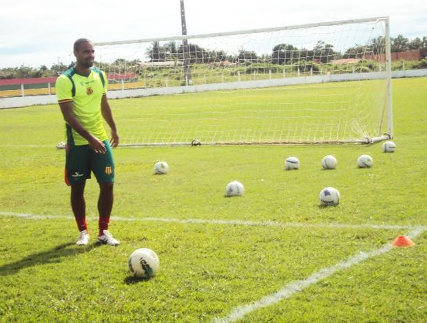 Tiago Cavalcanti é artilheiro do Sampaio na temporada (Foto: Afonso Diniz/Globoesporte.com)