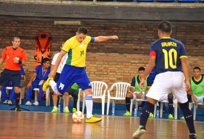 Rodrigo Brasil Equador Eliminatórias Mundial de Futsal (Foto: Luis Domingues/CBFS)