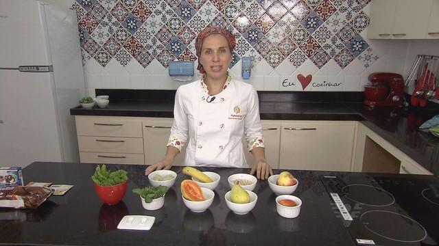 Karina Nunes de Simas, nutricionista, dá dicas sobre a saúde intestinal no Viver Bem (Foto: Reprodução/TV Tribuna)