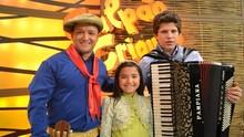 Maria Alice cantou com o pai no Galpão Crioulo; reveja (Daniel Bittencourt/RBS TV)