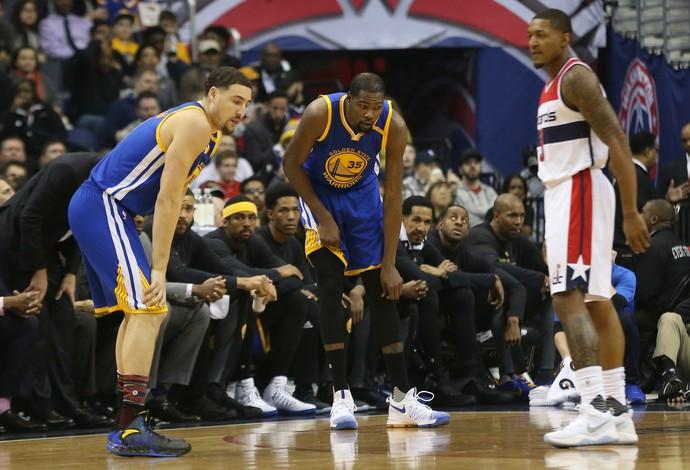 Kevin Durant sente o joelho e deixa a quadra (Foto: Geoff Burke-USA TODAY Sports)