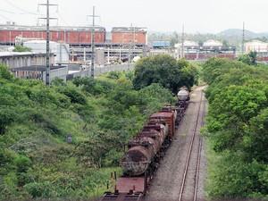 Ferrovia que passa pelo Polo de Camaçari ainda é precária, aponta a Fieb (Foto: Egi Santana/G1 BA)