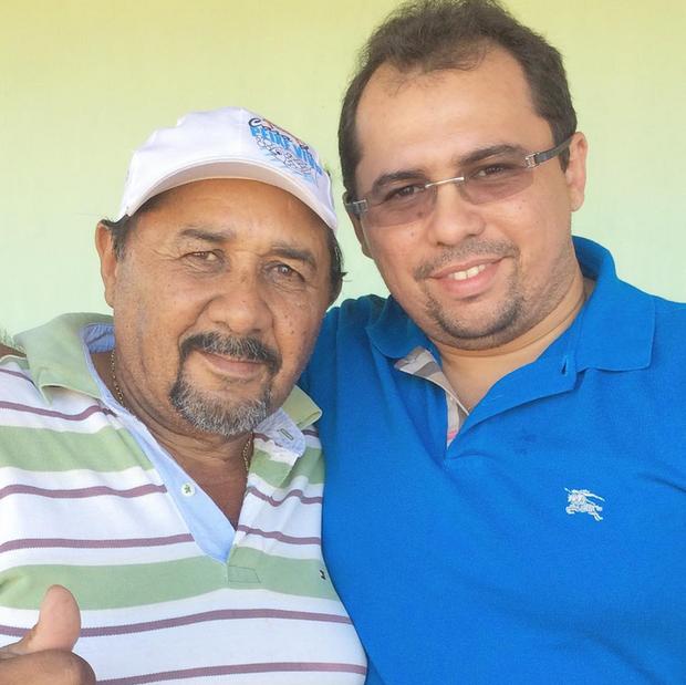 Xand, da Aviões do Forró, com o pai (Foto: Reprodução/Instagram)