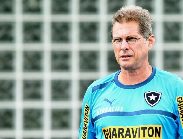 Oswaldo de Oliveira no treino do Botafogo (Foto: Ivo Gonzalez / Agencia O Globo)