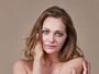 Alexandra Richter posa de topless para campanha