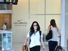 Cleo Pires aparece com visual despojado em aeroporto do Rio