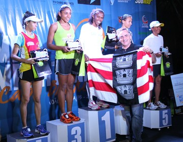 Podio feminino da Meia Maratona Cabo Branco (Foto: Alberi Pontes/Jornal da Paraíba)