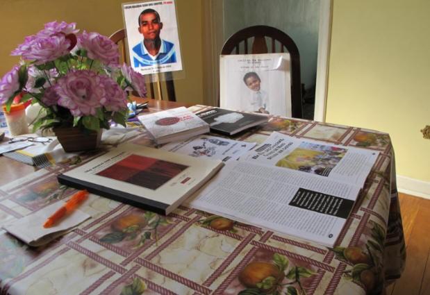 Após seis anos lembranças ainda estão nas casas das mães (Foto: Sílvio Muniz/G1)