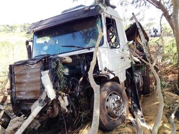 Policiais receberam informações de que um caminhão com drogas passaria pela região (Foto: Wellington Roberto/G1)