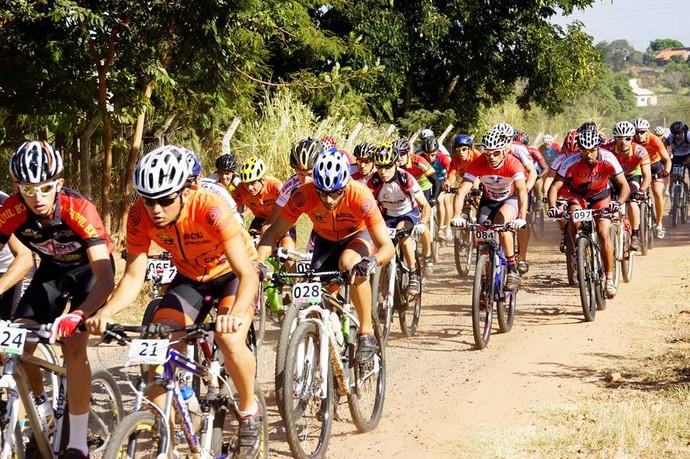 Pelotão na Copa ABD de Mountain Bike (Foto: João Siqueira / Cedida)