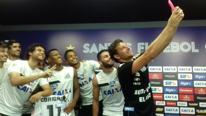 Elano coletiva Santos (Foto: Lucas Musetti)