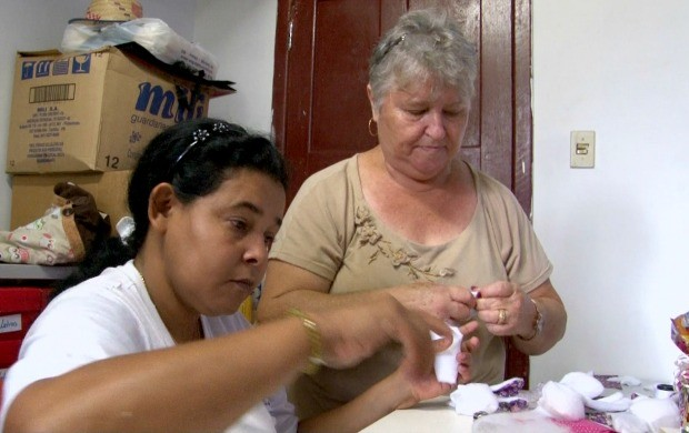 Alunos da Apae aprendem artesanato em Vilhena (Foto: Rondônia TV)