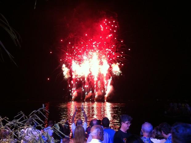 Show de fogos de artifício marcou a chegada do novo ano na capital gaúcha (Foto: Vinicius Rebello/G1)