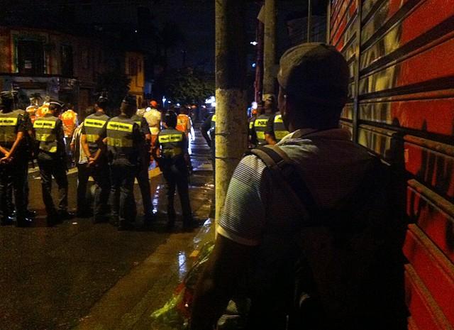 Último dia de carnaval na Vila Madalena teve fila de viaturas (Foto: Peter Fussy/G1)