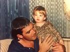 Antonio Banderas relembra foto antiga com a filha, Stella, no Dia dos pais