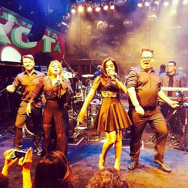 Thiago Fortes, Preta Gil, Anitta e Júnior Mendes em show em São Paulo (Foto: Instagram/ Reprodução)