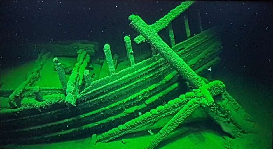 Navio do Império Romano ainda possui cordas e lavrador de navio (Foto: Johan Rönnby/Black Sea MAP)