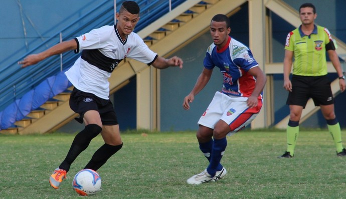 Filho do técnico Sérgio Duarte, Serginho confirmou permanência no Rio Negro em 2015 (Foto: Isabella Pina)