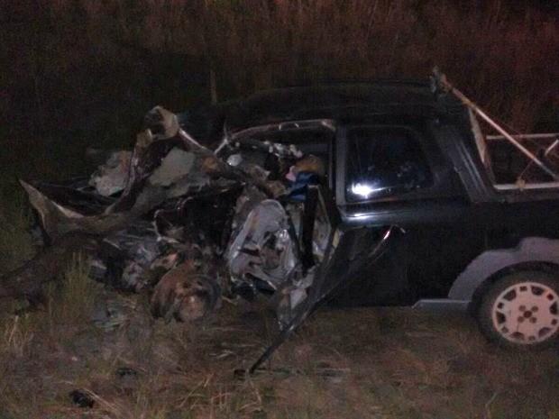 Carro ficou com a frente destruída após acidente que vitimou idoso de 60 anos (Foto: Divulgação PRF/AC)