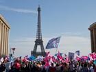 Ato contra união gay leva milhares às ruas na França