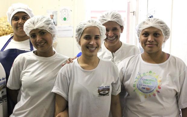funcionárias da cozinha, Mané Garrincha (Foto: Fabrício Marques / Globoesporte.com)